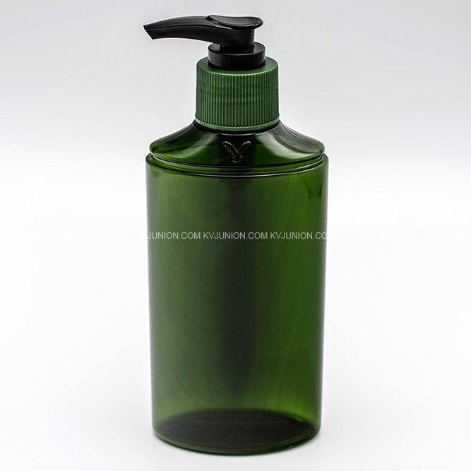 MP77CM ขวดปั๊มครีมสีเขียวใสพร้อมโลโก้นูนบนขวด และ ปั๊มสีเขียวสลับดำ (2)